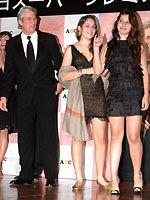 左からリチャード・ギア、友人のローラ、義理の娘ハンナ