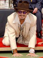 ジョニー・デップ、ハリウッドの殿堂に手形を残す