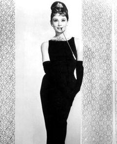 オードリー・ヘプバーンの黒いドレス、オークションで高額落札