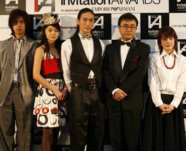 受賞者一同(写真左から)チェン・ボーリン、宮崎あおい、伊勢谷友介、三谷幸喜、磯山晶