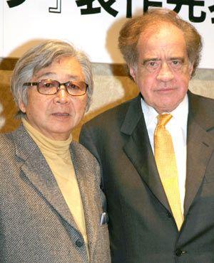 山田監督とアーサー・コーン。二人ともファッションに黄色を取り入れているのは狙い?