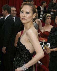 菊地凛子レッドカーペットに立つ!「アカデミー賞は、わたしにとって『バベル』の卒業式」