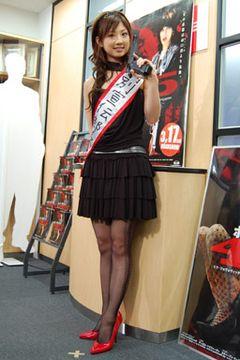 """小倉優子がセクシー網タイツ姿で「ゆうこは""""よいこ""""です」"""