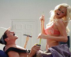 パリスが主演のあまりにお下劣な映画公開される!胸ポロ、排泄物まみれなんでもアリ!