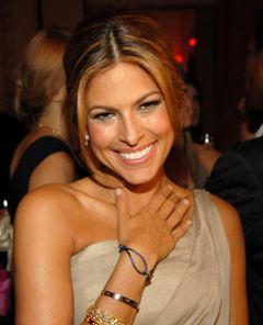 女性下着のトップブランド、ヴィクトリアシークレットが選ぶ最もセクシーな女性はエヴァ・メンデス