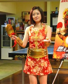 ミニスカ卓球プレイヤーの四元奈生美、金の玉にして大喜び!