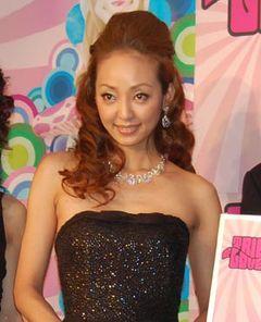 神田うの、W不倫報道もなんのその!黒いドレス姿で「夫も反省してるみたい…」