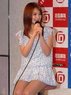 声優アイドル小林ゆう、ミニスカ美脚で熱血大暴走!閉店時間過ぎちゃった!!