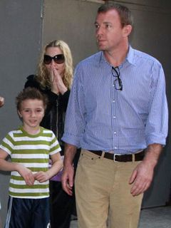 マドンナ、家族と一緒にニューヨークをお散歩!絆をアピール?