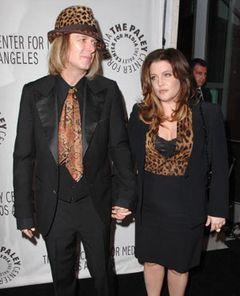 マイケル・ジャクソンの元妻リサ・マリー・プレスリー、お腹の赤ちゃんは双子