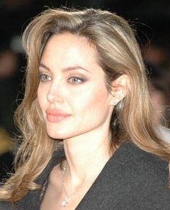 アンジェリーナ・ジョリー、トム・クルーズの代役としてスパイ映画へ出演?
