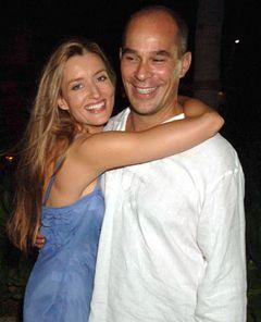 夫が急死したナターシャ・マケルホーン、出産日間近…でも笑顔はなし