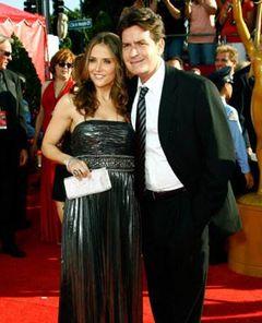 チャーリー・シーンの妊娠中の妻、体調を崩して緊急手術!