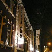 ロッテルダム国際映画祭にお化け屋敷が登場!不意打ちの客にお化けがびっくり!