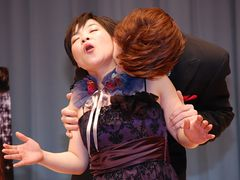 山田花子、大観衆の前でイケメンになで回されて「あぁっ!オゥ……!」