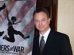 「CSI」のゲイリー・シニーズに直撃インタビュー!イラク戦争のドキュメンタリーをプロデュース