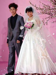榮倉奈々、ウエディングドレスで登場!衝撃の人生を歩んだ花嫁に!