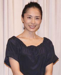 深津絵里、若々しい美しさと大人の魅力でティーン女優を圧倒!