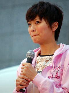 榮倉奈々、涙のスピーチ!言葉を詰まらせ「たくさんの人に伝えたい…」