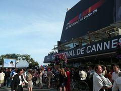 カンヌ映画祭開幕!新型インフルエンザの影響下で空席目立つ