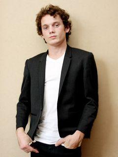 『ターミネーター4』で若きカイル・リースを熱演!なんで息子ジョンより若いの?