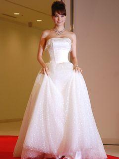 純白に輝くプリンセス・エビちゃん「恋は人生を変える」