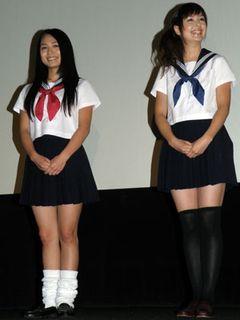 ミニのセーラー服姿がまぶしい川村ゆきえ、初ワイヤーアクションで思い切りスカートがめくれあがった