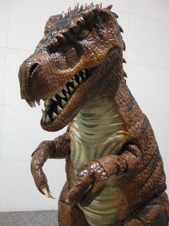 汗だくでプロモーション活動に励むティラノサウルスの目撃情報が続々!