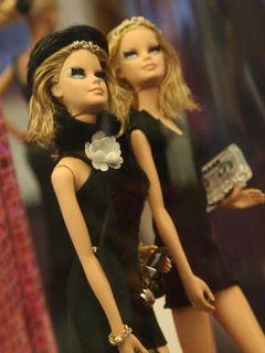 着せ替え人形バービーの実写映画化決定!ナイスバディの17歳の高校生モデルがヒロイン!