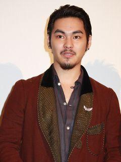 柳楽優弥、太ったのは役づくり…と自虐ネタ!日本初の実写3D映画『戦慄迷宮3D』ついに公開!