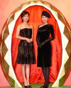 広末涼子と中谷美紀が、黒のセクシー妖艶ドレスで美の競演!