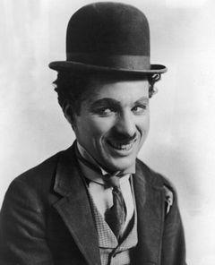 チャーリー・チャップリンの未公開映画、アンティーク缶の中から見つかる!ミッキーマウスと共演