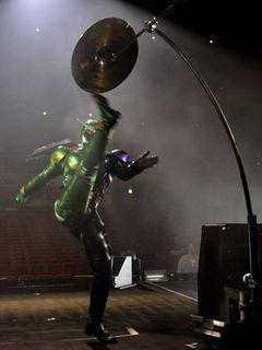 吉川晃司、コンサート中、いきなり仮面ライダーに変身?ライダーがまさかの…そのまま熱唱!
