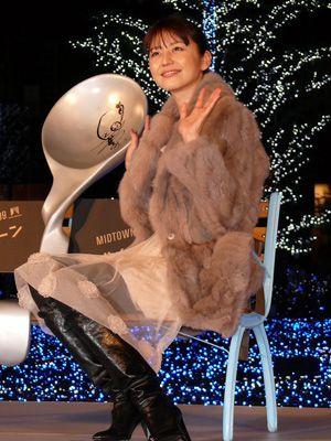 長澤まさみ、自慢の美脚を封印するもエレガントな冬ファッションで東京ミッドタウンを明るく照らす!