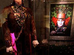 ジョニー・デップが着用した衣装も!『アリス・イン・ワンダーランド』の世界展開催決定!