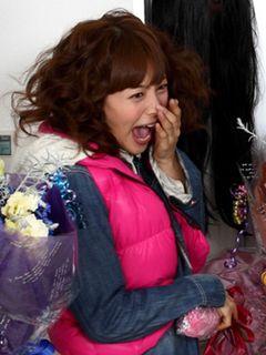 相武紗季、素の絶叫顔が激写される!クランクアップにお化けが背後からドッキリ!