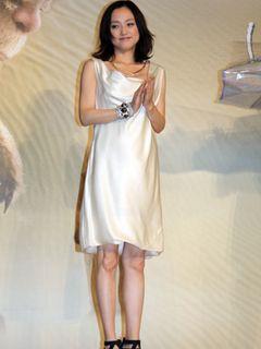 永作博美、純白のセクシードレス姿で登場!「3回泣きました」と感情を揺さぶられたことを告白