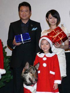 船越英一、深田恭子、『ウルルの森の物語』公開初日!犬のウルルが首元のベル噛み砕くハプニング!