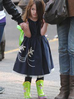 トム・クルーズの娘スーリちゃん、ハイヒールを脱いで今度は長靴