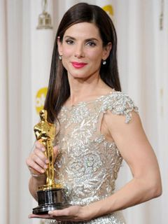 アカデミー賞主演女優賞は、映画『しあわせの隠れ場所』のサンドラ・ブロック「母に感謝を送りたい」