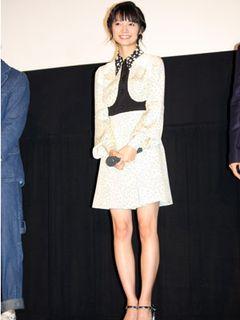 宮崎あおい、スラリとした美脚で舞台に登場!撮影中、桐谷健太に「ぐっときた」?
