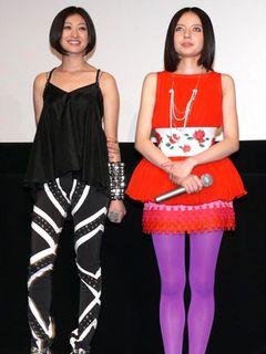 山田優&ベッキー、超ユニークな個性派ファッションで登場し、ツッコミ入りまくり!
