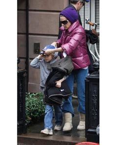サラ・ジェシカ・パーカー、赤ちゃんを抱っこしながら息子のお迎えに