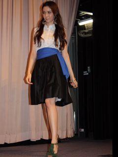 美脚美人モデルの紗耶、鉄道オタク高じて「コンバースのスニーカーが0系に見える」