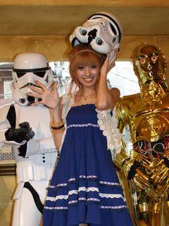 南明奈、『スター・ウォーズ』のコスプレにチャレンジ!好きなキャラはC-3PO!でも……ハートを盗みたいのはヨン様!