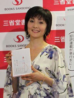 南果歩がプライベートエッセイ発売イベントで渡辺謙との幸福な生活を初告白