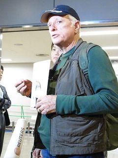 成田空港は厳戒警備!上映中止になった『ザ・コーヴ』主演者オバリー氏が来日!「日本が大好きです」