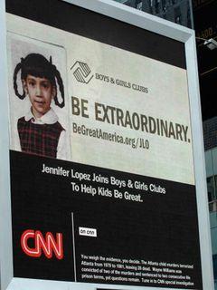 ジェニファー・ロペス、あどけない少女時代の写真がNYタイムズ・スクエアの大型広告に