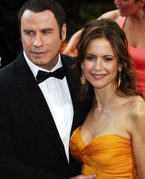 ジョン・トラヴォルタ、妊娠中の妻ケリー・プレストンを連れ ...