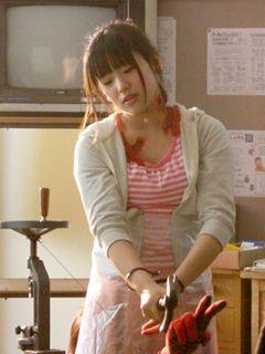 AKB48仲川遥香が拷問演技に苦悶の表情!全裸の刑からウジ虫まで食べる壮絶もので映画初出演!
